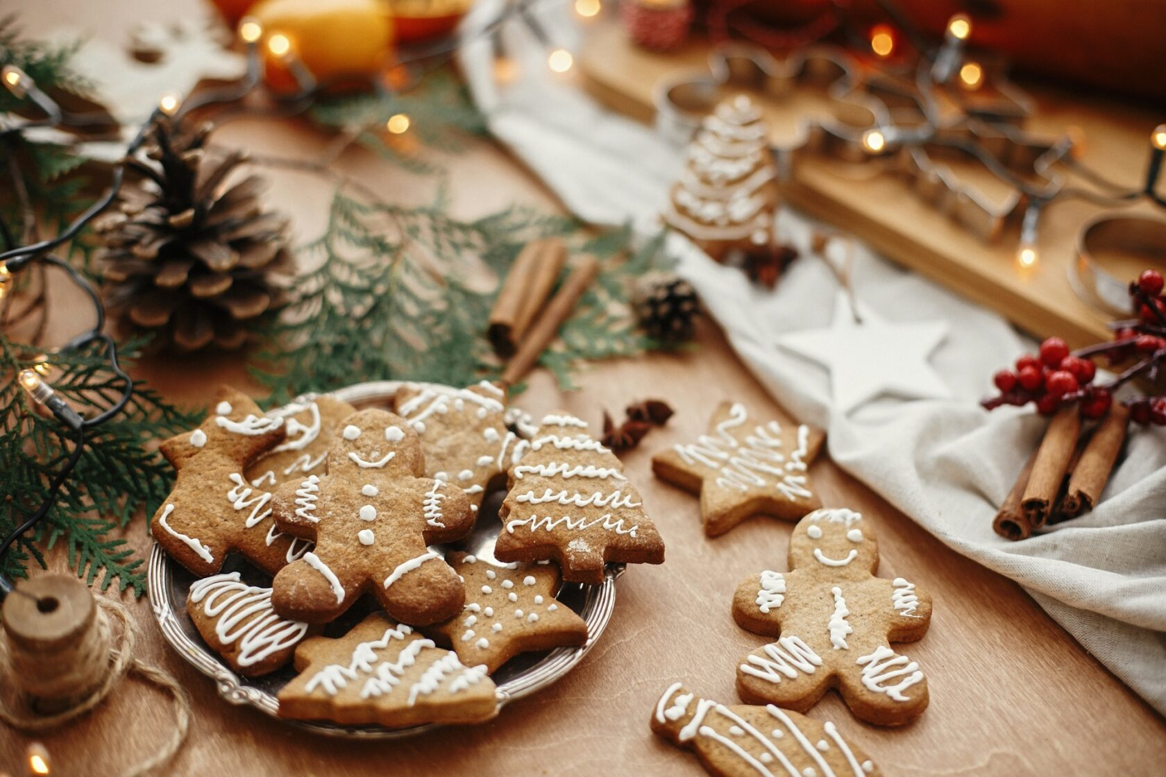 Crafting natural Christmas decorations with gingerbread